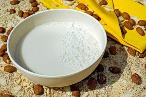 como se hace la leche de almendras casera y facil